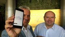 Gli amministratori del gruppo turco mostrano il logo dell'azienda