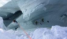 operazioni di recupero scialpinista nel crepaccio