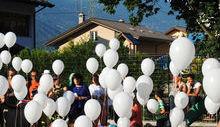 I palloncini in cielo per ricordare Mosshin Ezzemal