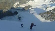 L'ultima foto caricata su Facebook dall'alpinista scomparso: in cordata, con gli amici che l'hanno accompagnato in Valle.