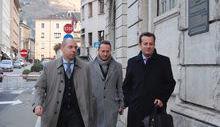 Ego Perron con i suoi avvocati all'arrivo in Tribunale