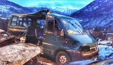 Il mini van distrutto nell'incidente di Capodanno