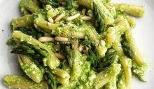 Casarecce con crema di asparagi e ricotta, pinoli tostati