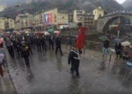Carnevale sotto la pioggia a Pont-Saint-Martin