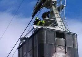 Foto e video dell'addestramento su impianti a fune condotto dal Soccorso Alpino Valdostano a Pila, oggi.