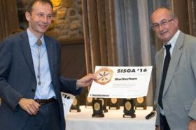 Gianluca Telloli riceve il riconoscimento per l'impresa Maley