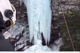 Soccorsi sulla cascata di ghiaccio a Cogne