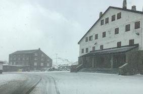 Neve al Colle del Gran San Bernardo 22 ottobre - Foto da Facebook Valeria Usala
