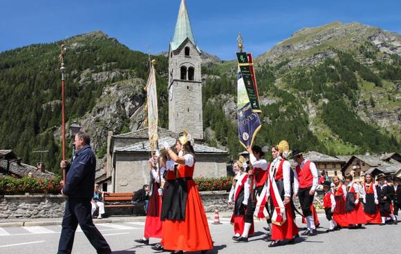 Processione in costume Gressoney