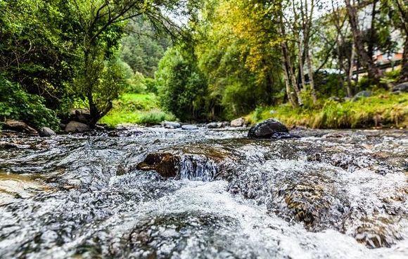 torrente acqua