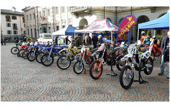 Moto in piazza - Piazza Chanoux