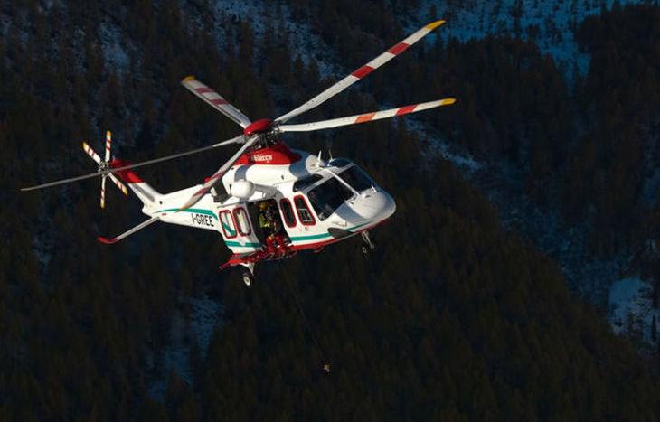 Elicottero Svedese : Sciatori fuoripista in difficoltà val veny e al miage