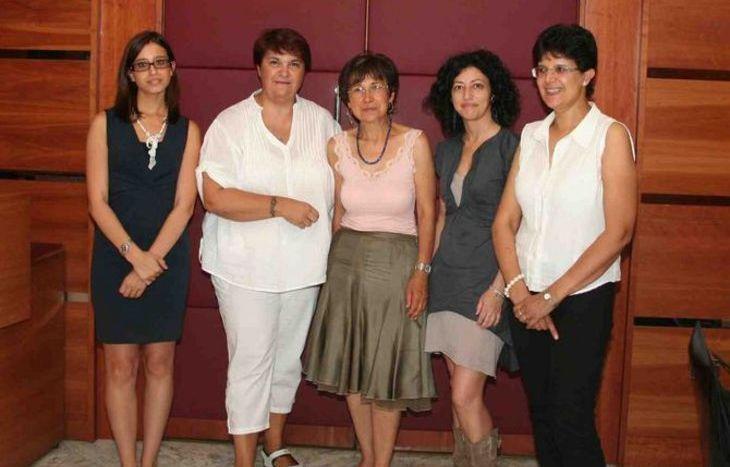 Luciana Blanc Perotto (al centro) e le altre componenti dell'esecutivo della Consulta pari opportunità
