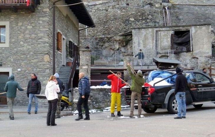 I preparativi del set di una delle scene.