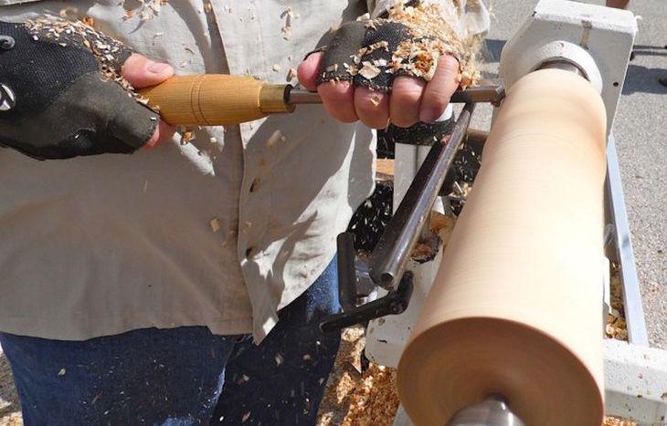 Un artigiano al lavoro