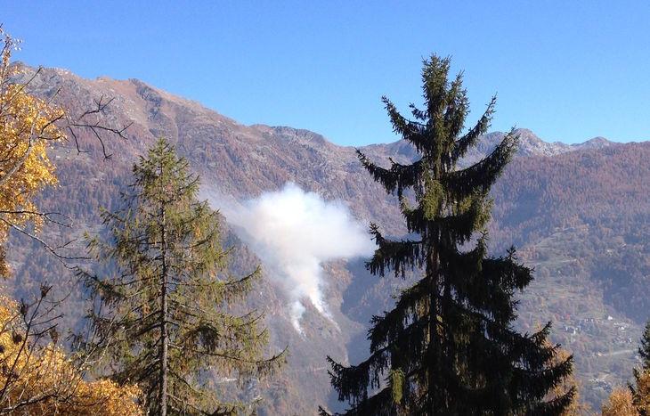 L'incendio boschivo a Farettaz di Fontainemore.