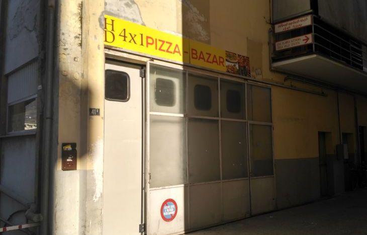 L'attività chiusa in via Carrel, ad Aosta.