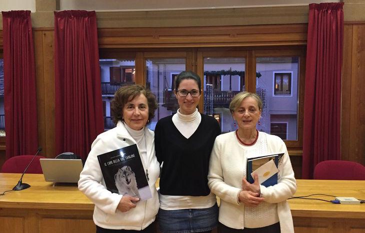 Da sinistra a destra: Giuliana Gabriella Corea, terza classificata, residente a Roma - Eleonora Trento, Assessore alla Cultura del Comune di Cogne e Presidente della Biblioteca Comunale - Ornella Grazio, prima classificata, residente a Cigliano (VC)