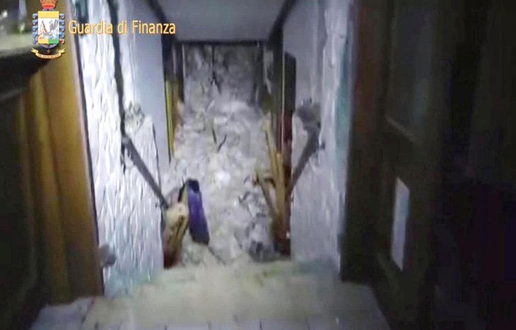 Una delle immagini dall'interno dell'hotel Rigopiano.