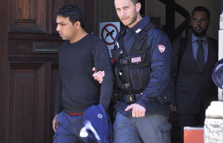 Ahmad Mohamad lascia il Tribunale di Aosta.