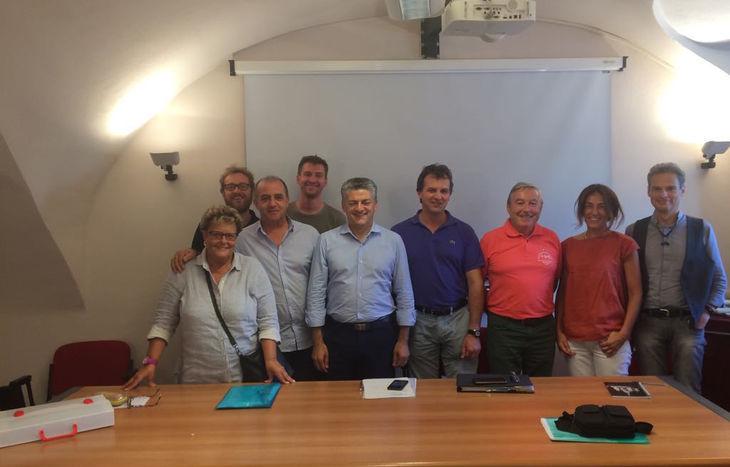 I membri del direttivo del CSV con i funzionari e l'Assessore Luigi Berschy