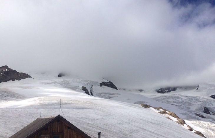 Il Lyskamm avvolto dalle nubi (foto Adriano Favre - SAV).