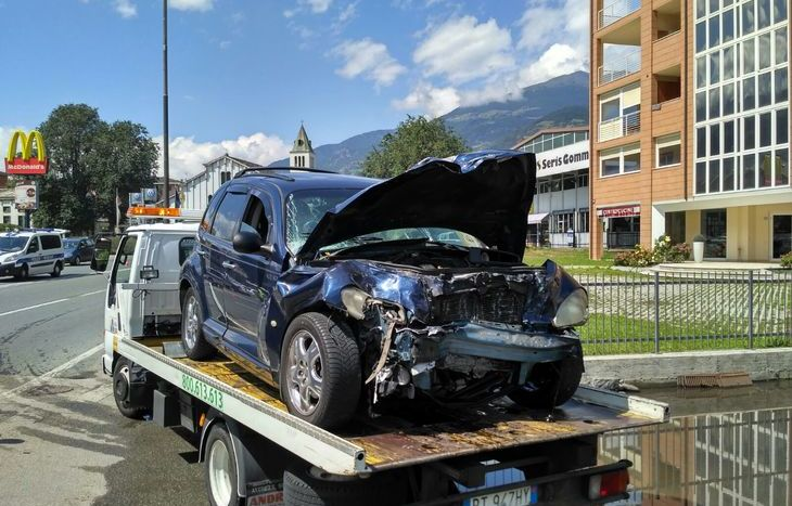 scontro fra auto e ambulanza