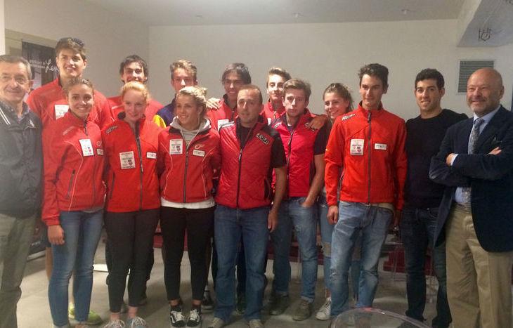 Gli atleti dell'Asiva con Federico Pellegrino e Nicola Rosset