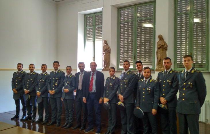 Gli allievi in Tribunale con il procuratore capo Fortuna e il tenente colonnello Cananzi (al centro).