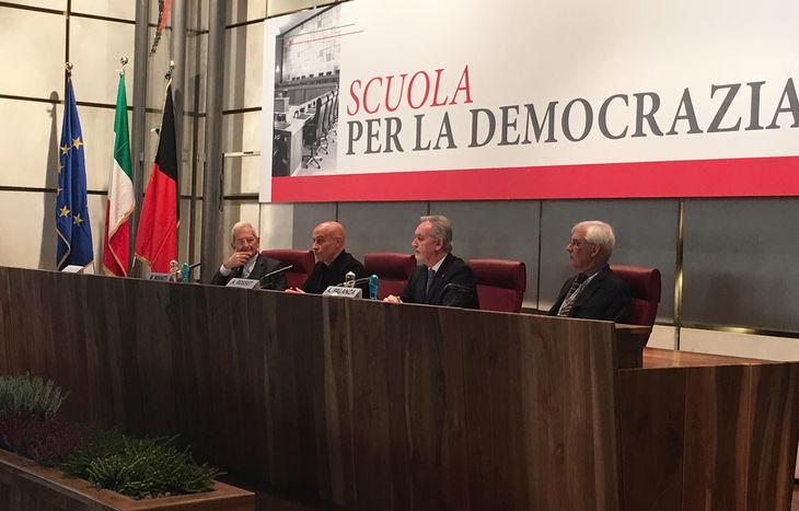 Minniti - scuola per la democrazia