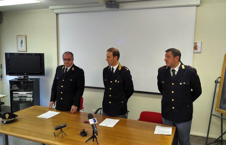 Il vicequestore Canini (al centro) con l'ispettore capo Tosetti e l'assistente Cosentino.