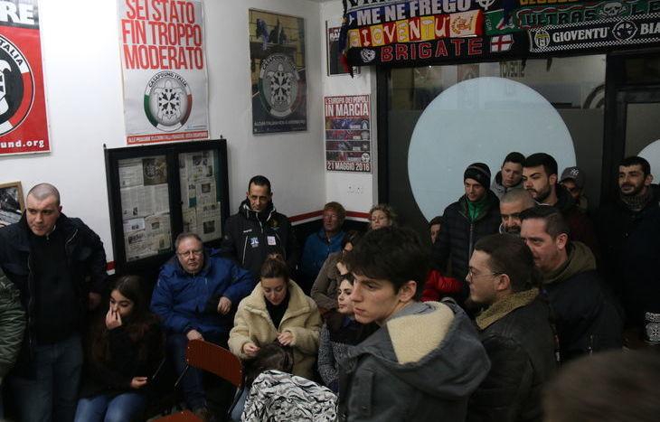 Il pubblico alla conferenza stampa di Casapound