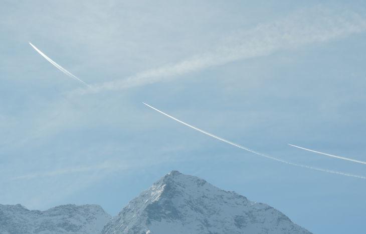 Gli Eurofighter raggiungono il jet Air France sulla Valle.