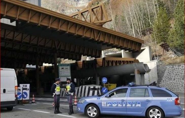 Controlli al tunnel del Monte Bianco.