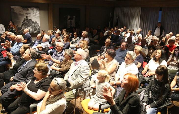 Il pubblico al comizio di chiusura di Stella Alpina-PNV