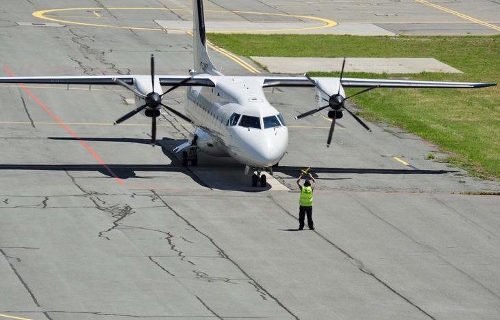 Il Dornier 328-110 all'aeroporto