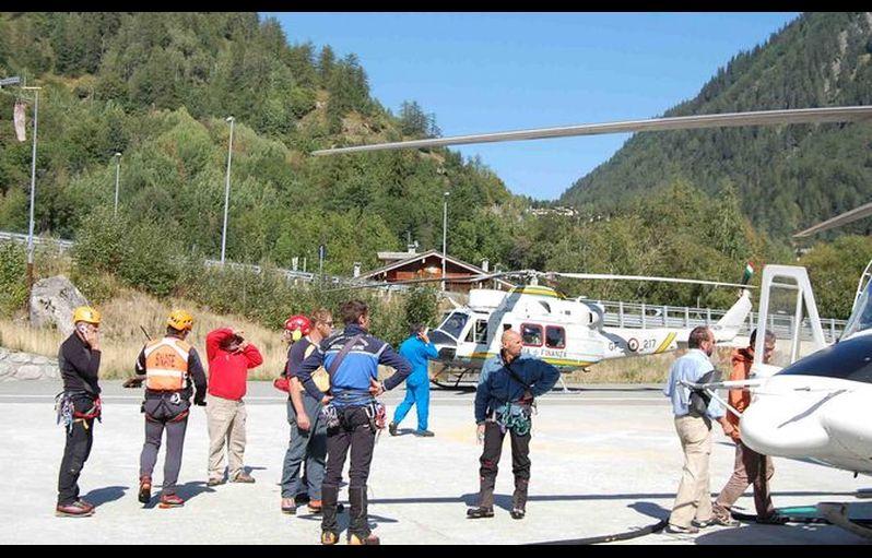 Elicottero Monte Bianco : Trasportava materiale per i lavori agli impianti l