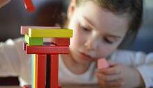 bambina gioco, impegno, costanza, puzzle
