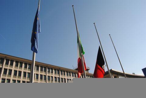 Bandiere a mezz'asta - Regione