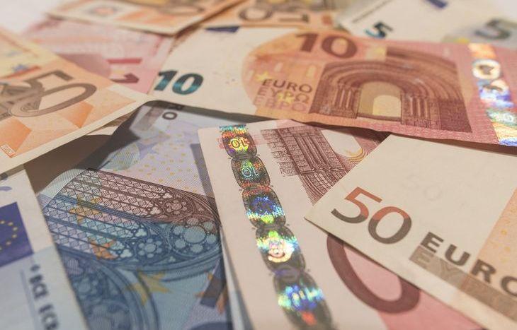 soldi, euro, truffa