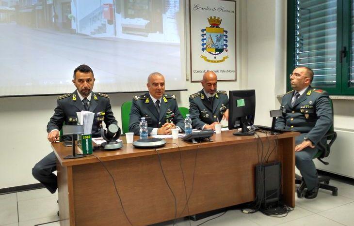 Il generale Ditroia (al centro) con i comandanti Cananzi (a sx) e Caracciolo (a dx).