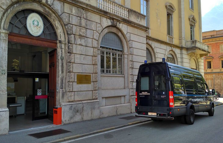 Il Tribunale di Aosta.