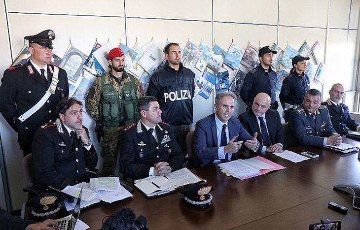 La conferenza stampa sull'operaizone