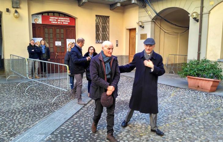 Il futuro questore Spinello (a sx) con il vicario Dragotto all'uscita dal Com.