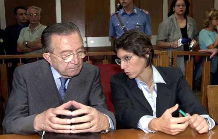 Giulio Andreotti con l'avvocato Giulia Bongiorno ai tempi del processo di Palermo.