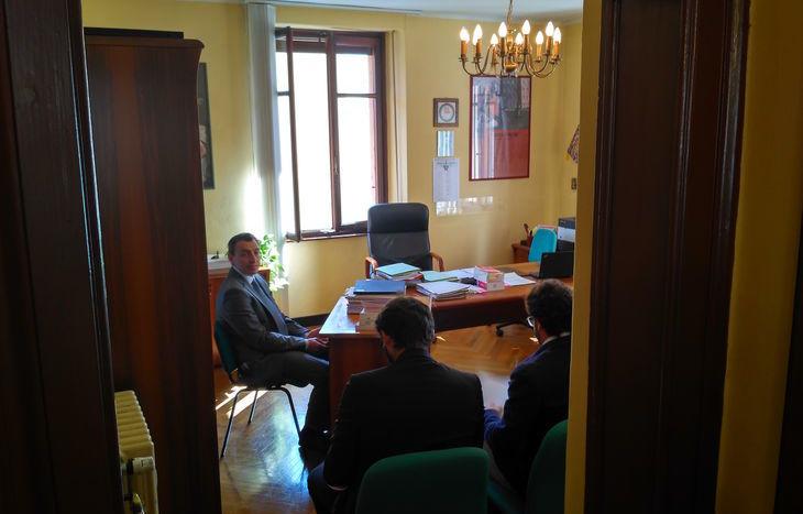 Il procuratore Rizzi, in attesa dell'inizio dell'udienza.
