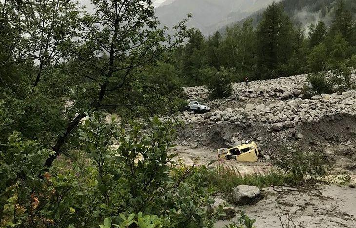 auto presa dalla Frana Val Ferret